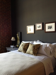 Neutral Bed Bedroom via photopin (license)