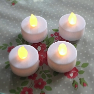 Set of 4 Flickering LED tea lights